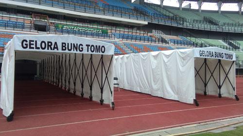 Stadion Gelora Bung Tomo (GBT) Surabaya dibenahi. Banyak fasilitas baru di tempat Persebaya 'menjamu' tim tamu tersebut. Salah satunya pintu rail untuk masuk dan keluarnya pemain dua kesebelasan. (ano)