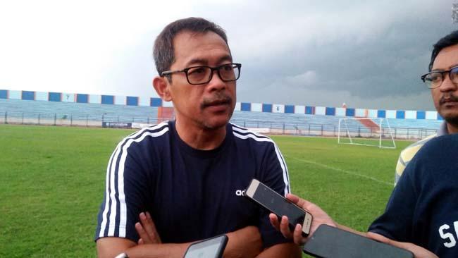 Pertengahan Februari, Pelatih Persela Aji Santoso Targetkan Skuad Persela Sudah Komplet
