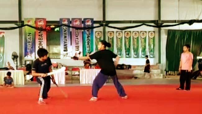 Atlet Wushu saat uji coba lapangan di Kemantren Sport Center. (ist)