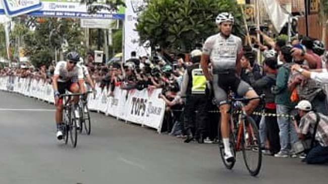 Peserta Tour d'Indonesia Disambut Langsung Walikota Batu