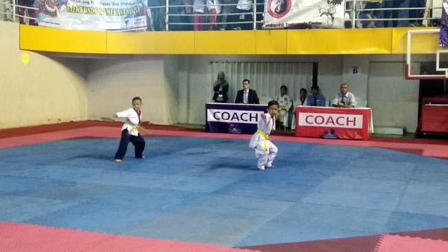 Adu : Pelajar se Jatim beradu skill dan kemampuan dalam Kejuaraan Taekwondo Antar Pelajar Provinsi Jawa Timur di Gor Gajahmada mulai 5-8 September 2019.(lih)