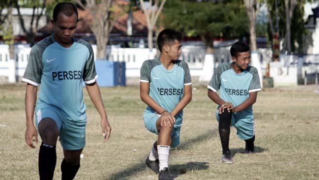 Pemain Persesa Sampang saat berlatih di Lapangan Wijaya Kusuma. (zyn)